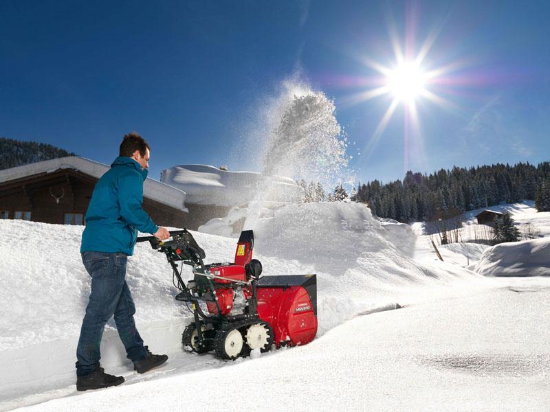 Boerger-Motorgeraete-Harz-Kaufberatung-Honda-Schneefraese-im-Einsatz